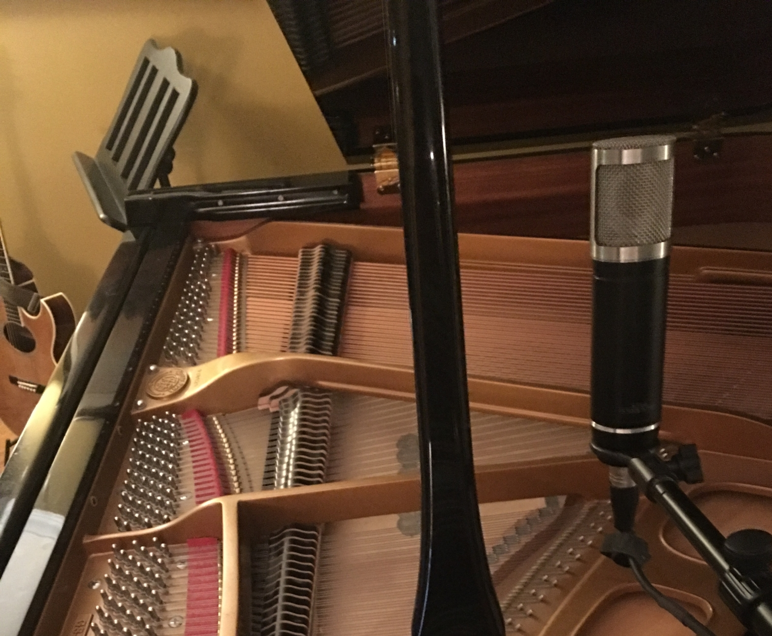 Mic on grand piano